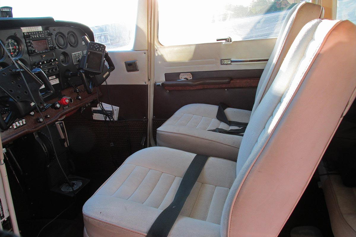 Attractive 1981 CESSNA 172 N51616 Seats