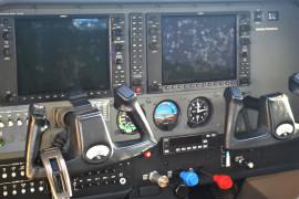 2004-Cessna-182T-N65472-cabin